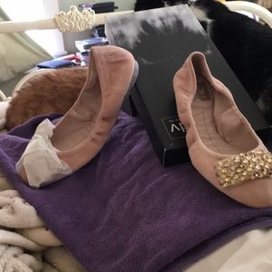 I am selling a pair of Dolce Vita ballerina flats.